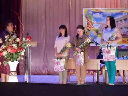 Поздравление молодых учителей на учительской конференции